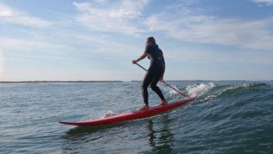 Surf sur l'océan en paddle