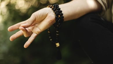 Méditation dans la forêt