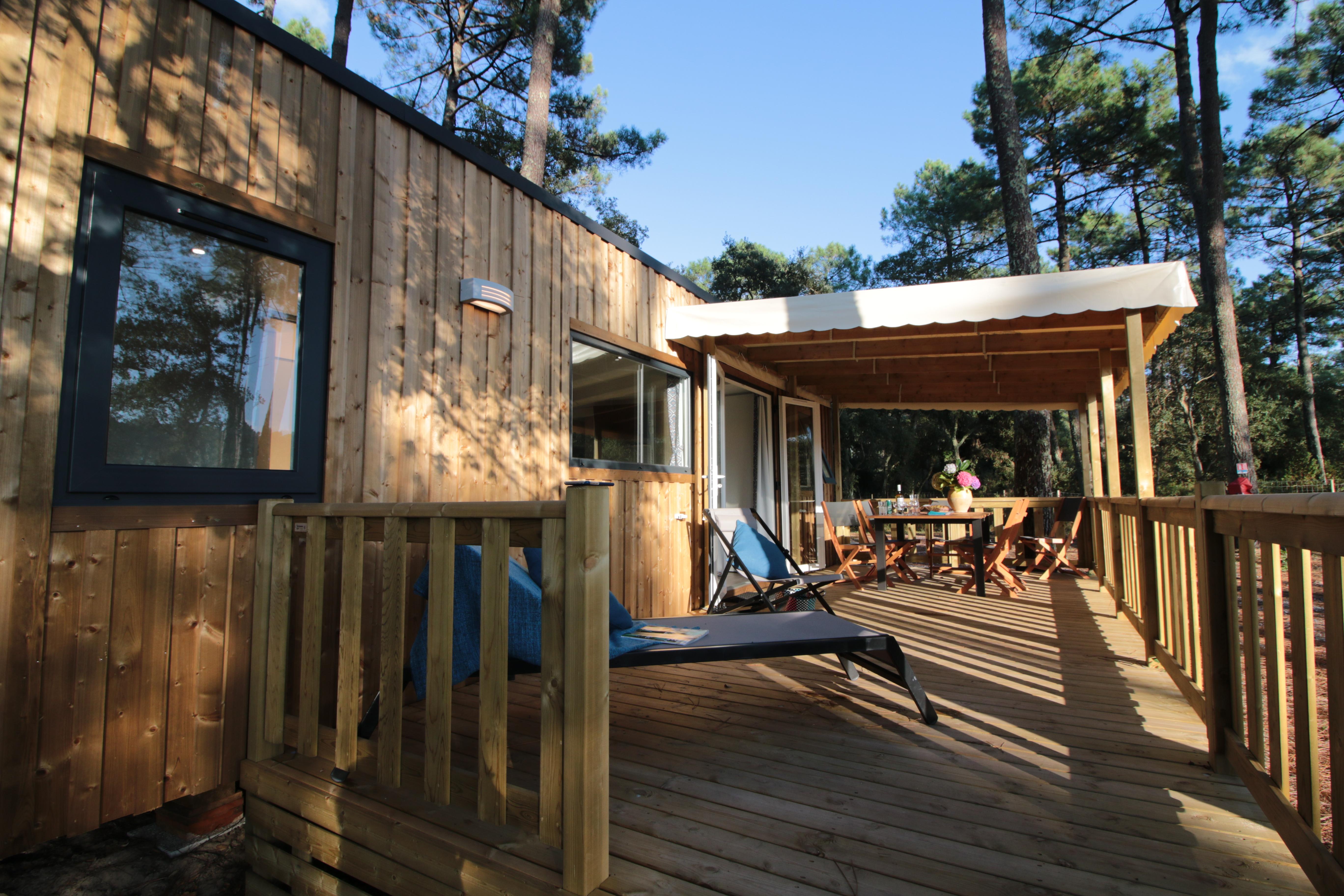 Cottage en bois avec grande terrasse